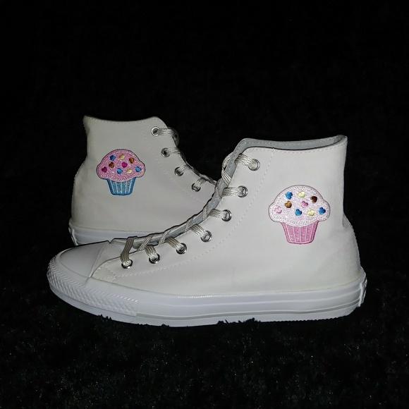 ed1e143e7718 Custom Converse Chuck Taylor White Cupcakes Hi Top
